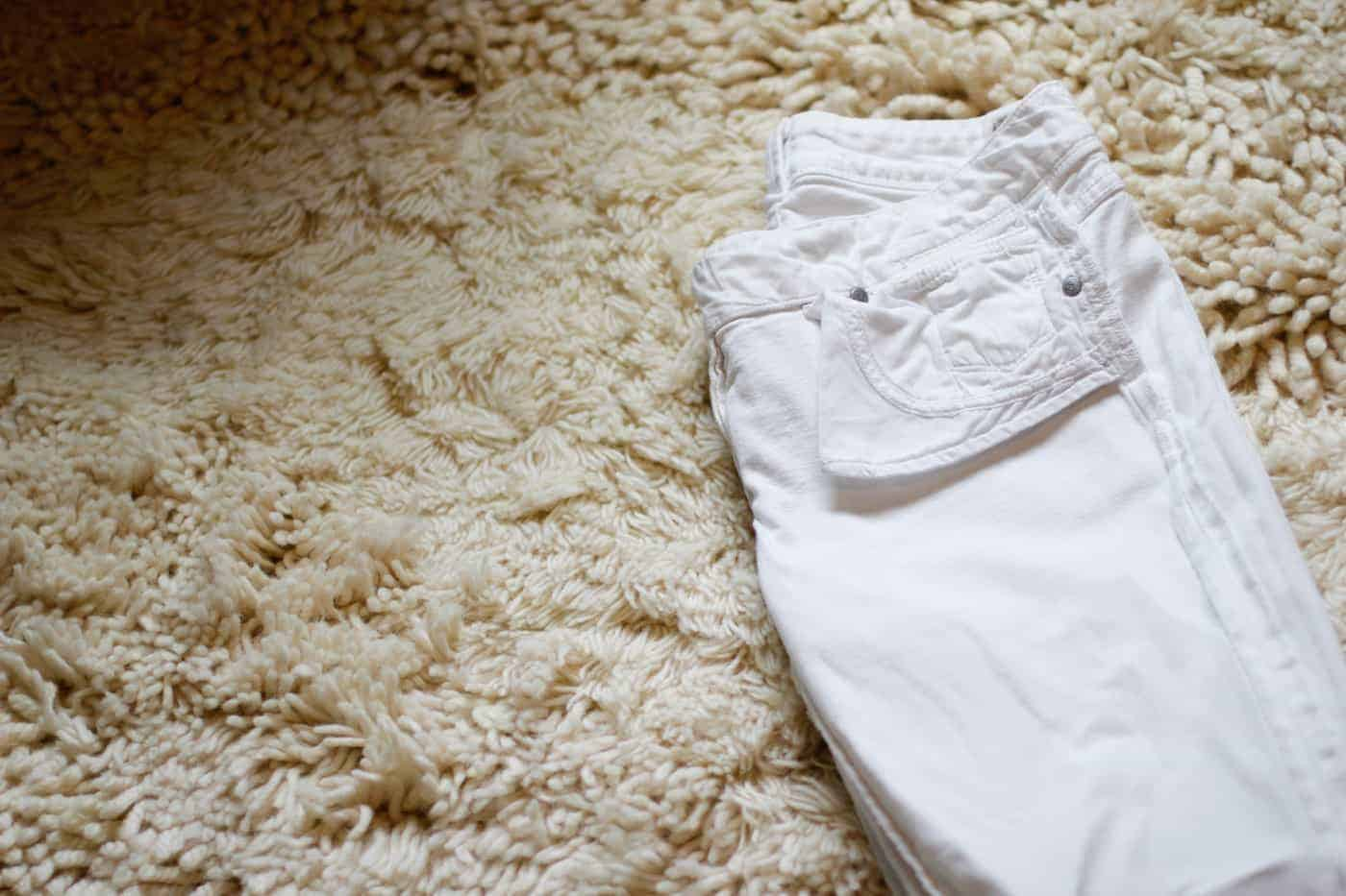 How to pack white jeans 1