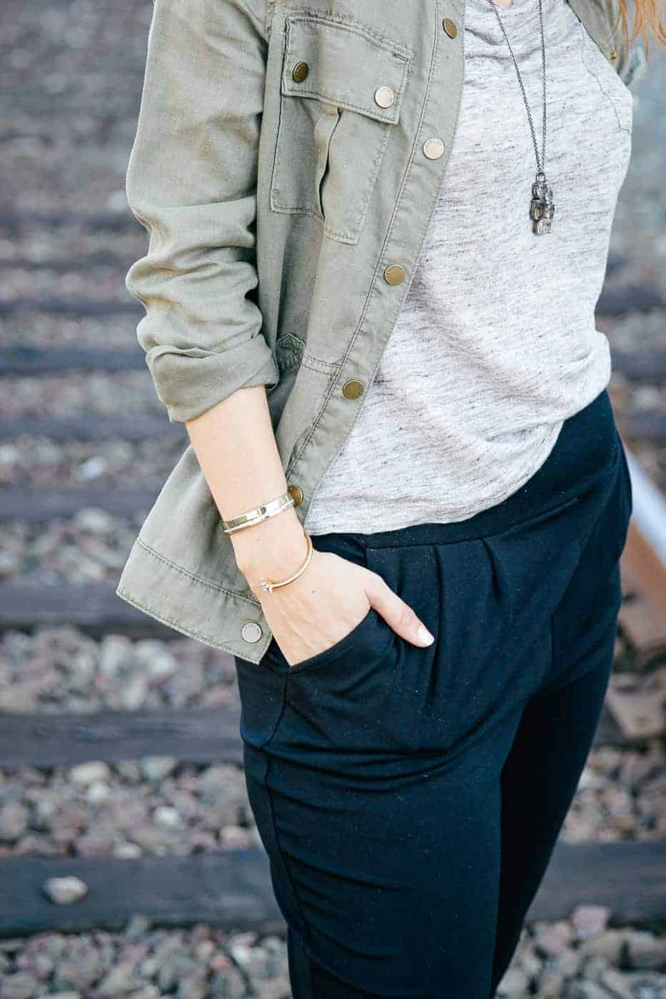 dressy sweatpants travel outfit-7